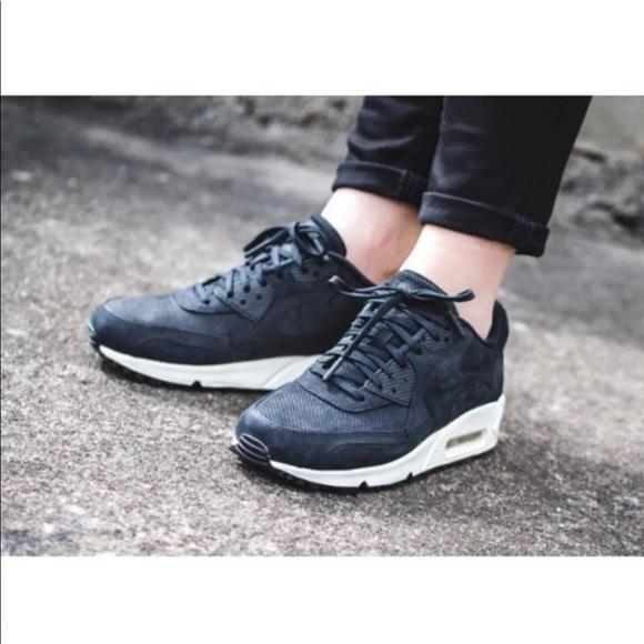 Women s Nike Air Max 90 Pinnacle Black Sneakers 865319418d5